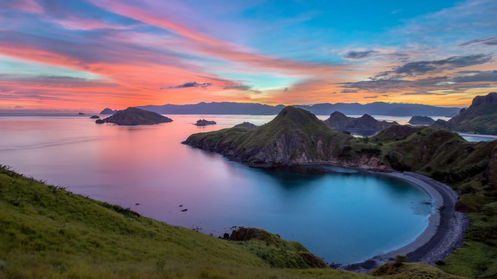 Island Hopping on Labuan Bajo Tour and How to Choose Them